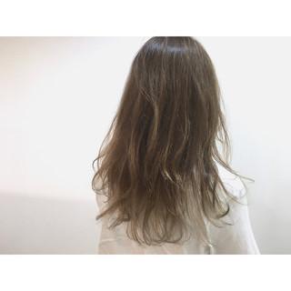 大人かわいい ハイライト アッシュ ゆるふわ ヘアスタイルや髪型の写真・画像