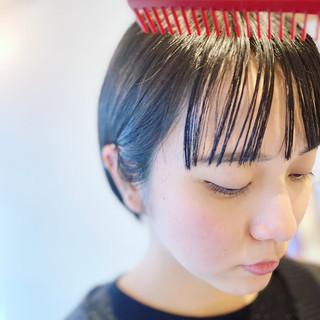 ミニボブ 切りっぱなしボブ ナチュラル ダークトーン ヘアスタイルや髪型の写真・画像