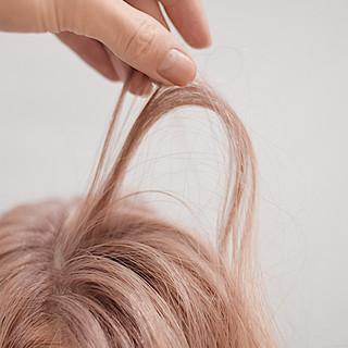 ミルクティーベージュ セミロング ピンクバイオレット ピンクパープル ヘアスタイルや髪型の写真・画像
