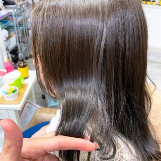 ウルフカット グレージュ ナチュラル ミディアム ヘアスタイルや髪型の写真・画像