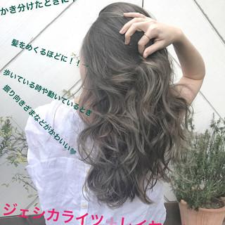 ロング ヘルシースタイル バレイヤージュ 外国人風カラー ヘアスタイルや髪型の写真・画像