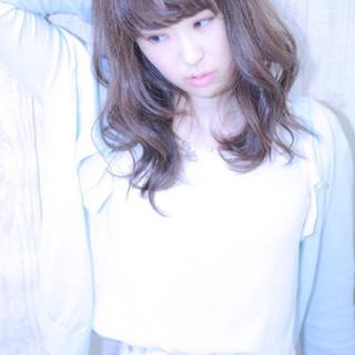 外国人風 アッシュ ピュア フェミニン ヘアスタイルや髪型の写真・画像 ヘアスタイルや髪型の写真・画像