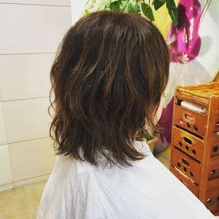 オフィス デート パーティ ミディアム ヘアスタイルや髪型の写真・画像