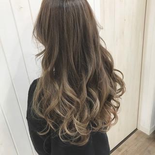 グラデーションカラー アッシュ ナチュラル ロング ヘアスタイルや髪型の写真・画像 ヘアスタイルや髪型の写真・画像