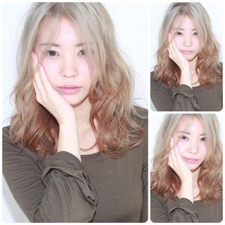 外国人風 セミロング アッシュ ハイライト ヘアスタイルや髪型の写真・画像
