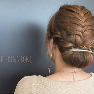 フィッシュボーン イルミナカラー 編み込み セミロング ヘアスタイルや髪型の写真・画像