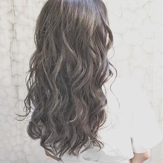 ベージュ グラデーションカラー 外国人風 アッシュ ヘアスタイルや髪型の写真・画像
