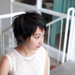 グリーン ショート 小顔 ブルーブラック ヘアスタイルや髪型の写真・画像 ヘアスタイルや髪型の写真・画像