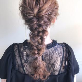 編み込み フェミニン ヘアアレンジ 結婚式 ヘアスタイルや髪型の写真・画像