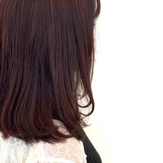 ガーリー ピンクベージュ オフィス ミディアム ヘアスタイルや髪型の写真・画像