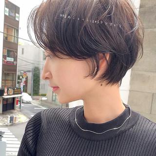 ショートヘア 切りっぱなしボブ ショートボブ インナーカラー ヘアスタイルや髪型の写真・画像