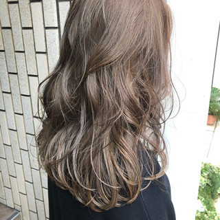 外国人風カラー ナチュラル グレージュ ハイライト ヘアスタイルや髪型の写真・画像