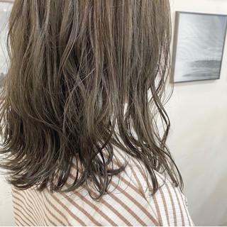 アッシュベージュ カーキアッシュ ナチュラル 透明感カラー ヘアスタイルや髪型の写真・画像