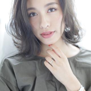 アッシュ パーマ フェミニン ショート ヘアスタイルや髪型の写真・画像