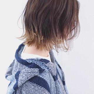 バレイヤージュ 外ハネ アウトドア グラデーションカラー ヘアスタイルや髪型の写真・画像