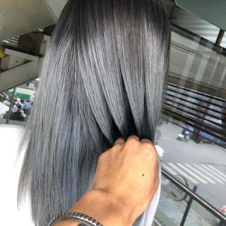 グレージュ セミロング ストリート シルバーアッシュ ヘアスタイルや髪型の写真・画像