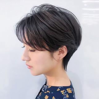 ショート レイヤー オフィス ハイライト ヘアスタイルや髪型の写真・画像