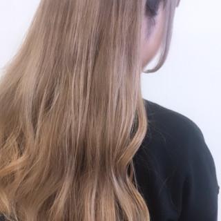 フェミニン ミルクティーベージュ ロング ハイトーン ヘアスタイルや髪型の写真・画像