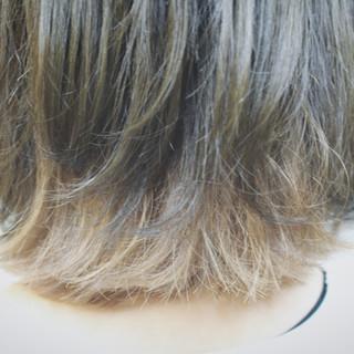 インナーカラー ボブ アッシュグレージュ 色気 ヘアスタイルや髪型の写真・画像