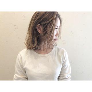 ハイライト ナチュラル コントラストハイライト ミルクティーベージュ ヘアスタイルや髪型の写真・画像