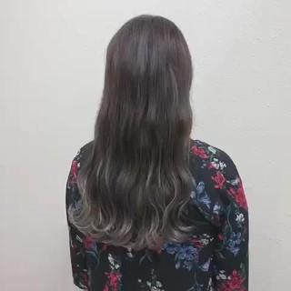ロング バレイヤージュ ブリーチ シルバーアッシュ ヘアスタイルや髪型の写真・画像