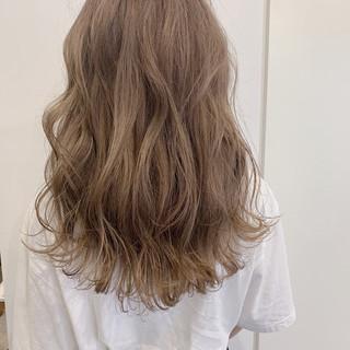グレージュ ロング 成人式 ブリーチ ヘアスタイルや髪型の写真・画像