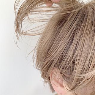 ミルクティーグレージュ ショート ツヤ髪 大人かわいい ヘアスタイルや髪型の写真・画像