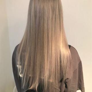 ブリーチ シルバーアッシュ クールロング アッシュベージュ ヘアスタイルや髪型の写真・画像
