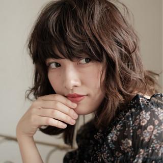 パーマ フェミニン リラックス デート ヘアスタイルや髪型の写真・画像