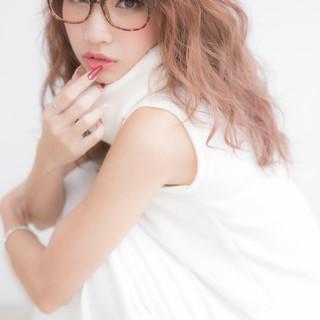 ピンク セミロング 渋谷系 外国人風 ヘアスタイルや髪型の写真・画像