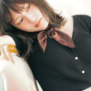 ミディアム アンニュイほつれヘア 透明感カラー ミディアムレイヤー ヘアスタイルや髪型の写真・画像