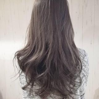グレージュ 外国人風カラー ロング アッシュグレー ヘアスタイルや髪型の写真・画像