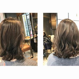 透明感カラー ミディアム シルバー 極細ハイライト ヘアスタイルや髪型の写真・画像