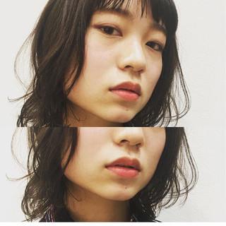 ミディアム ウェットヘア ゆるふわ フェミニン ヘアスタイルや髪型の写真・画像