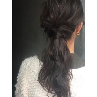 ローポニーテール ポニーテール ヘアアレンジ セミロング ヘアスタイルや髪型の写真・画像