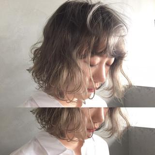 くせ毛風 ブリーチ ボブ ダブルカラー ヘアスタイルや髪型の写真・画像