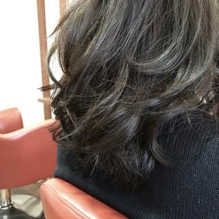 簡単 ミディアム パーマ アッシュ ヘアスタイルや髪型の写真・画像