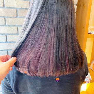 ベリーピンク ピンク セミロング インナーカラー ヘアスタイルや髪型の写真・画像 ヘアスタイルや髪型の写真・画像