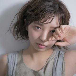 雨の日 アンニュイ 外国人風 前髪あり ヘアスタイルや髪型の写真・画像