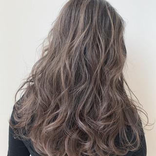 ミルクティーベージュ ブリーチなし ロング モテ髪 ヘアスタイルや髪型の写真・画像