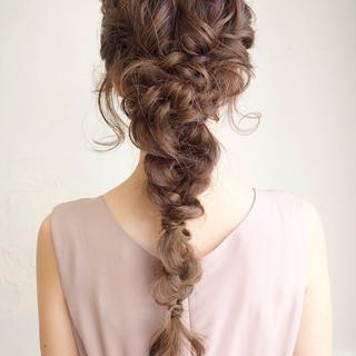 ベージュ 編みおろし 結婚式 ミルクティー ヘアスタイルや髪型の写真・画像