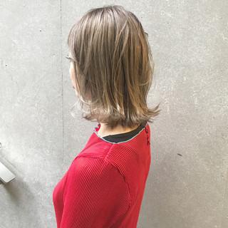 ブリーチ グレージュ 秋 透明感 ヘアスタイルや髪型の写真・画像