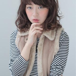 フェミニン 外国人風 ストリート フェザーバング ヘアスタイルや髪型の写真・画像
