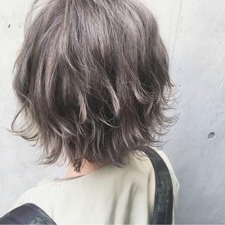 アンニュイ オリーブアッシュ ストリート ラフ ヘアスタイルや髪型の写真・画像
