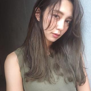 カーキアッシュ エフォートレス フェミニン オリーブアッシュ ヘアスタイルや髪型の写真・画像 ヘアスタイルや髪型の写真・画像