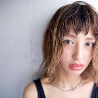 グラデーションカラー 外国人風 前髪あり ミディアム ヘアスタイルや髪型の写真・画像