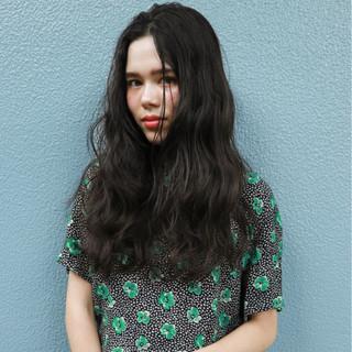 外国人風 パーマ オフィス ロング ヘアスタイルや髪型の写真・画像