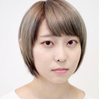 インナーカラー ミルクティーベージュ ローライト ショート ヘアスタイルや髪型の写真・画像