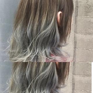 ウェーブ アッシュベージュ ミディアム アッシュ ヘアスタイルや髪型の写真・画像