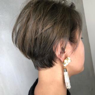 ショート オフィス ナチュラル 外国人風カラー ヘアスタイルや髪型の写真・画像 ヘアスタイルや髪型の写真・画像